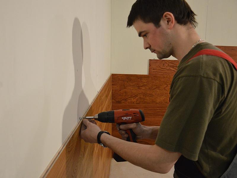 Монтаж деревянных панелей на стену